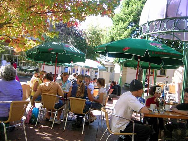 20040416-044-cafeLife.jpg