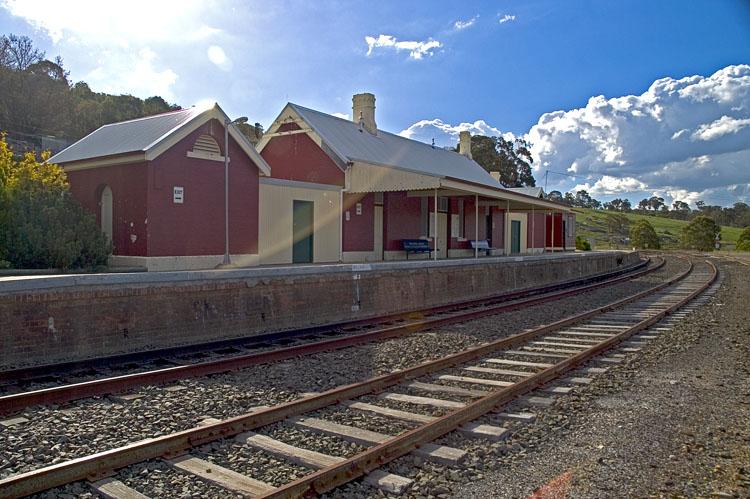 Walcha Road railway station looking north